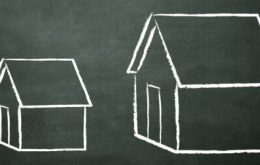 Constructing a House: Small Houses vs. Large Houses